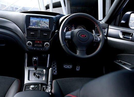 Foto degli interni della Subaru forester sti ts