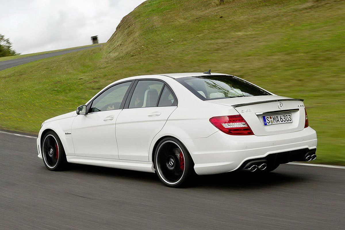 autoblog tuttoauto mercedes classe c 63 amg 4. Black Bedroom Furniture Sets. Home Design Ideas